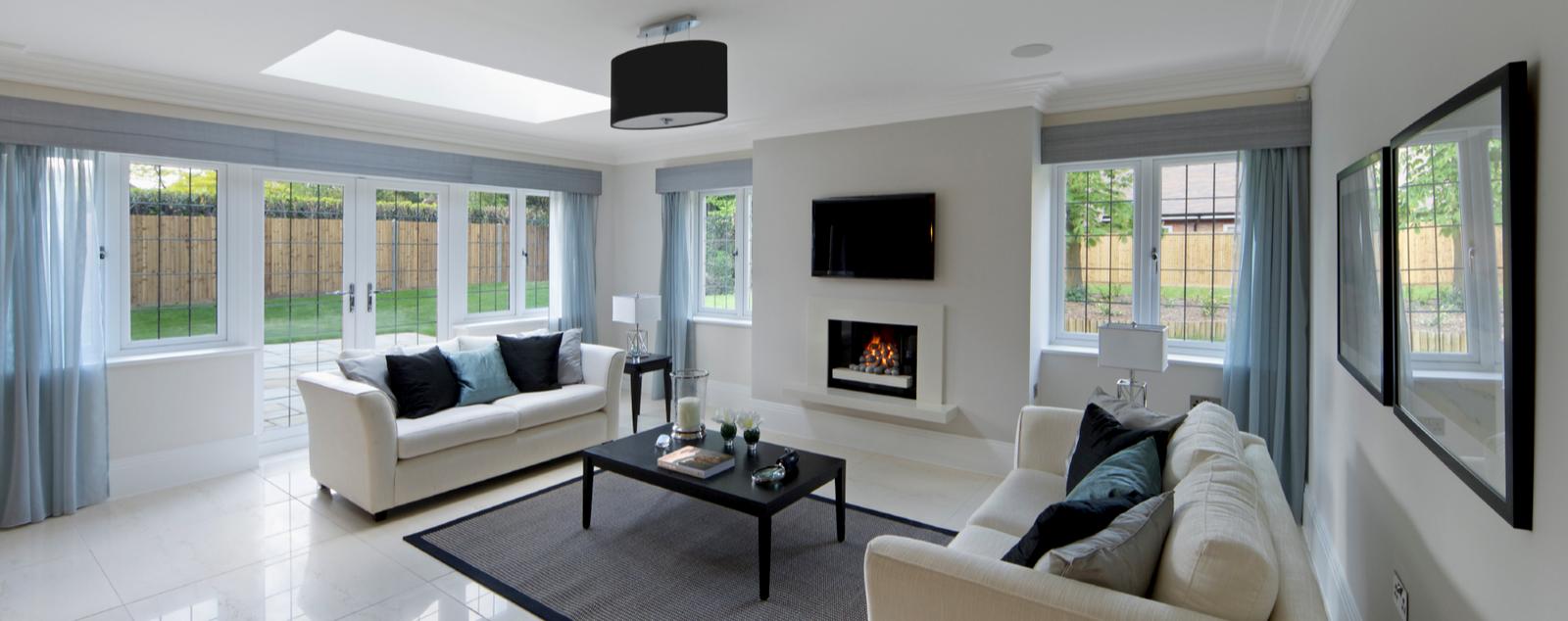 Blick in ein modern ausgestattetes Wohnzimmer