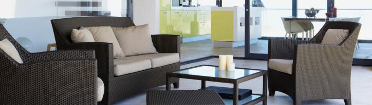 Moderne Sitzgelegenheiten für eine Terasse.